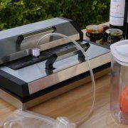 Vh529 Vacuum Sealer in use 2
